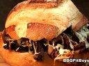 熏培根油炸洋葱和奶酪的绝味儿三明治