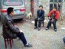 湖南淞耀黑豚竹鼠繁育基地的邓光军给来自贵州的朋友讲解黑豚的食谱视频