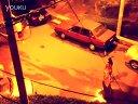路灯下的羽毛球比赛