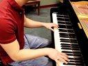 超赞!男生钢琴弹奏版冰雪奇缘_tan8.com