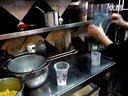 奶茶店加盟品牌街头茶客新鲜现榨玉米汁操作视频