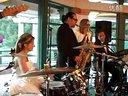 碉堡了!婚礼上新娘表演了一段超精彩的架子鼓