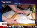 高校 老外擀面包出六角形饺子 120410 北京您早
