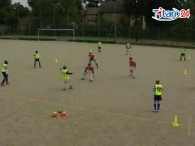 英国足球教学视频之防守1