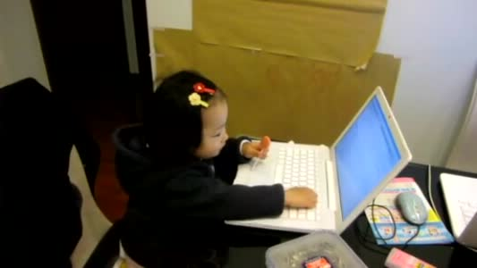 小葵继续玩电脑