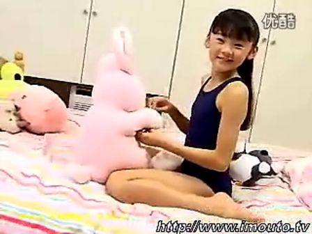 日本萝莉 金子美穗 深蓝色制式泳装 死库水 金图片