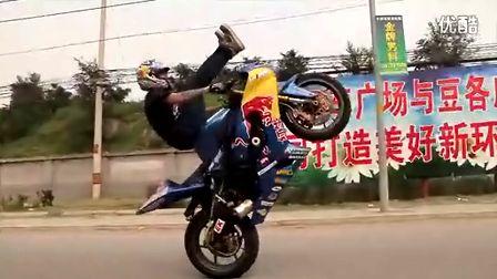 老外在北京马路秀绝技 值得一看