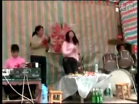 农村婚礼庆典上的牛逼乐队