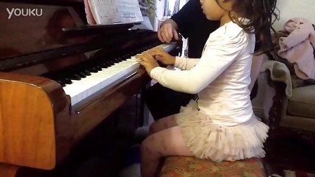 四岁小孩弹钢琴 – 搜库
