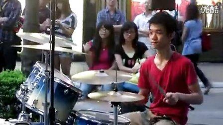 当红架子鼓正太宝岛街头演奏