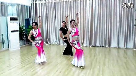 民族舞蹈 傣族群舞 –