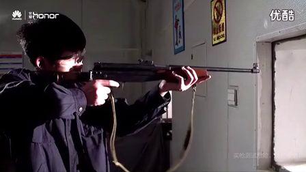 华为荣耀6Plus枪击测试 确定不是逗着玩?
