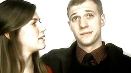男子相机前求婚,记录女友感动瞬间