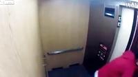 当电梯装鬼恶作剧遇到带妹子滴猛男。。。