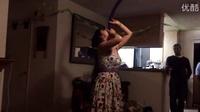 碉堡了!妹子表演吞气球