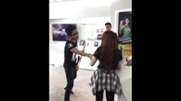男子假扮汪峰买手机 一秒被识破哈哈哈哈!