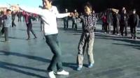 双人广场舞, 两个大男人跳的真不赖, 太帅了