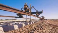 印度鐵路是如何修建的? 機器每天可鋪設1.5公里軌道