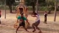 泰国两个大男人跳奇葩舞 这画面不忍直视