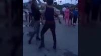 两个大男人跳广场舞,太搞笑了