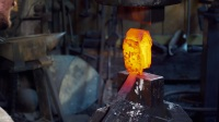 《武器人間》打造《戰神4》奎爺戰斧