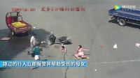 孕婦帶小孩搶黃燈 與闖紅燈三輪車對撞(003320-335845)