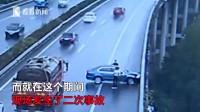 小車高速路上旋轉360°撞橋再撞車 一次事故二次碰撞皆因安全意識差