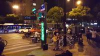 杭州街頭你的背包